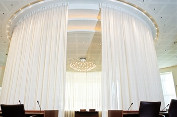 Versatile curtain rails for professional use!